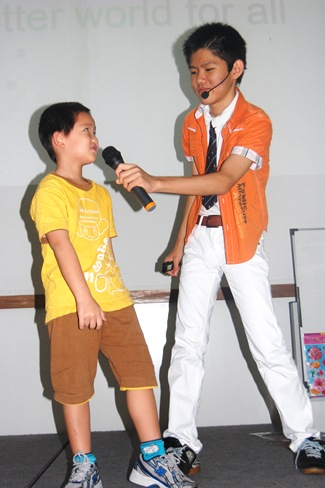 Gloson Holding Microphone for Boy